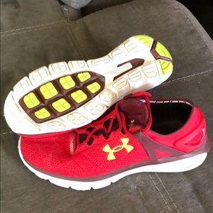 Men's size 10 Under Armour Speedform Fortis Shoe